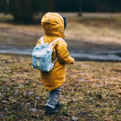 enfant promenade nature