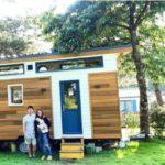 lecaninole bloggeuse devant une tiny house baluchon