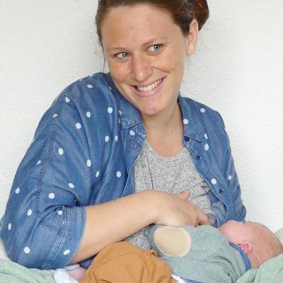 L'allaitement maternel, cette photo montre la blogueuse Lecaninole donnant le sein à son fils.
