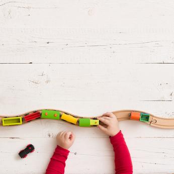 Petit train en bois pour développer la motricité