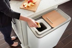 Poubelle compost nouvelle génération Zéra de Whirpool, en 24 heures, les déchets organiques deviennent de la terre fertile.