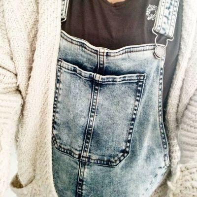 grossesse en salopette jean